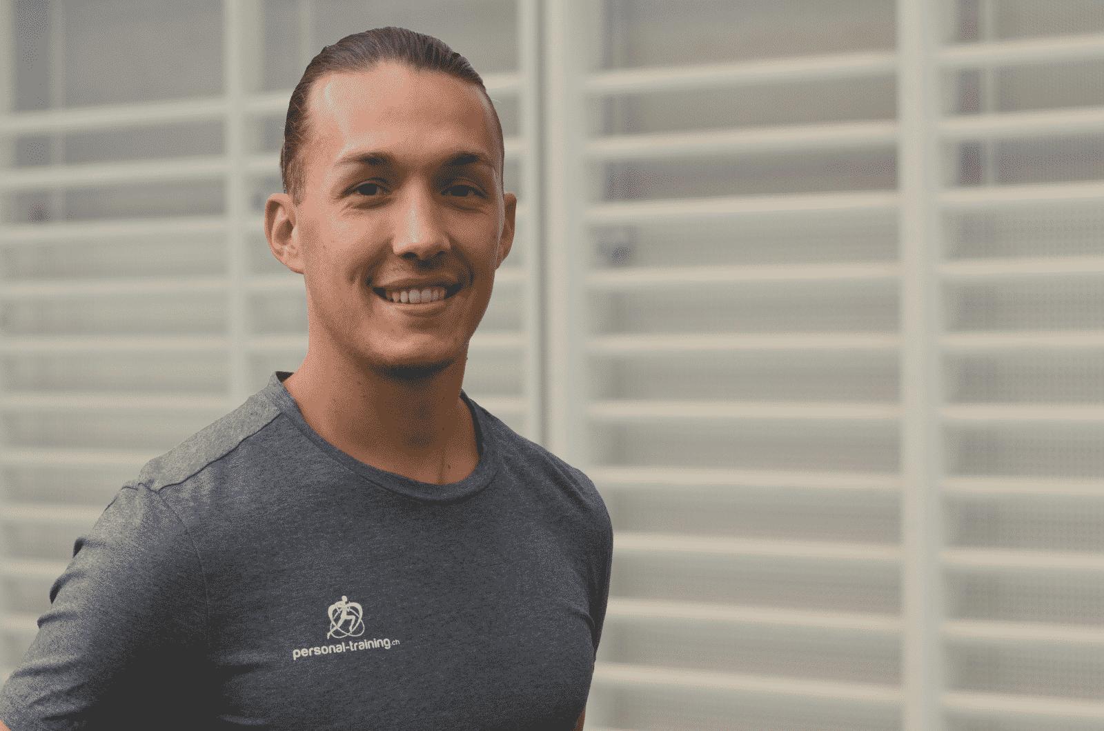 Kraft und Ausdauer Fitness Training zuhause Luca